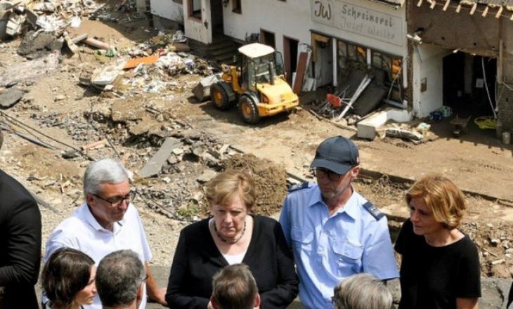 Merkel viziton zonat e përmbytura në Gjermani