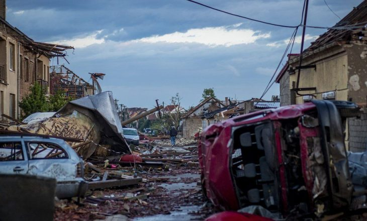 Stuhitë e forta lënë dy persona të vdekur në Republikën Çeke