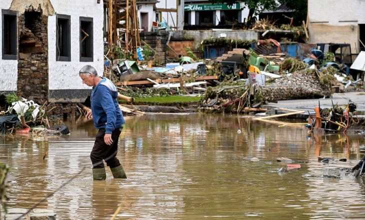 Mbi 80 të vdekur nga përmbytjet në Gjermani, Merkel premton mbështetje për familjet e prekura