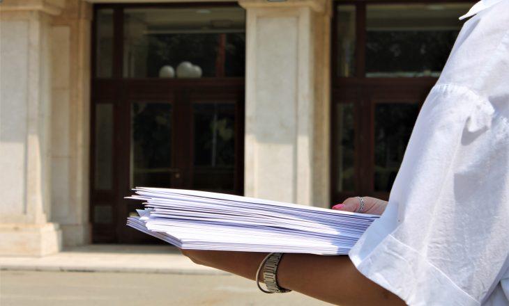 KOMF ua dorëzon letrat e fëmijëve me nevojë për deputetët e Kosovës