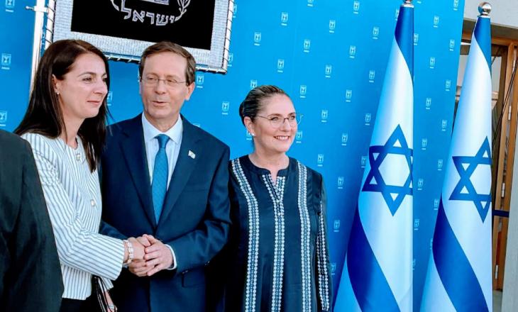 Ambasadorja e Kosovës merr pjesë në betimin e Presidentit të ri izraelit, Isaac Herzog