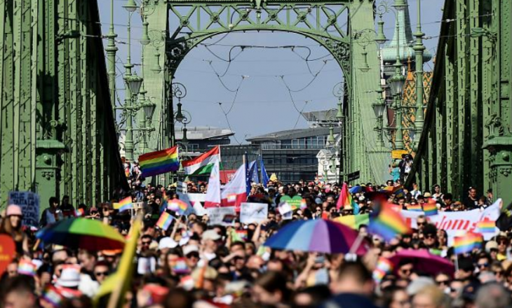 Hungari: Mijëra njerëz dalin në marshim pro LGBT