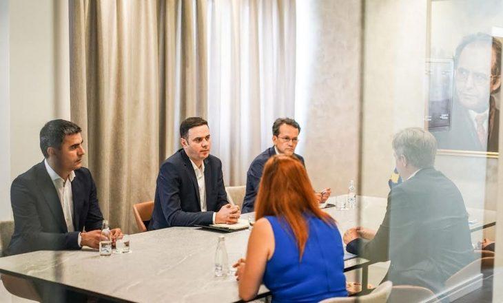 Abdixhiku takohet me shefin e misionit të EULEX-it
