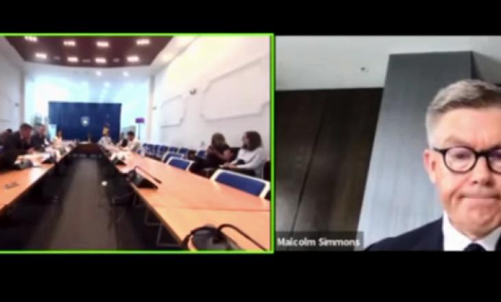 Simmons tregon se çfarë përmbanin dokumentet e krimeve të luftës që iu dhanë prokurorëve serbë