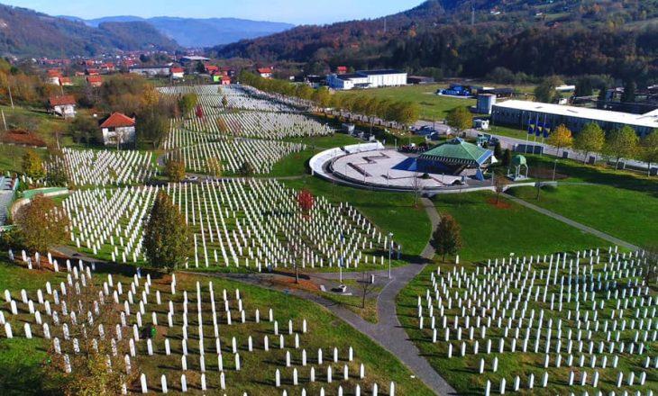 Kryeparlamentari i Kosovës përkujton gjenocidin e Srebrenicës