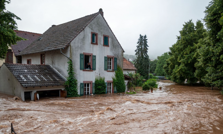 Pesë të vdekur e shumë të zhdukur pas vërshimeve në Gjermani