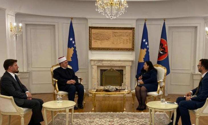 Presidentja e Kosovës pret në takim Myftiun Naim Tërnava