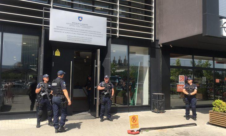 """Rasti """"Subvencioni 2021"""", Prokuroria kërkon paraburgim për 21 zyrtarët e arrestuar"""