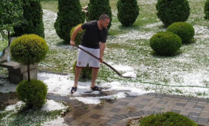 Stuhi shiu në Mitrovicë, qytetari e largon breshrin me lopatë