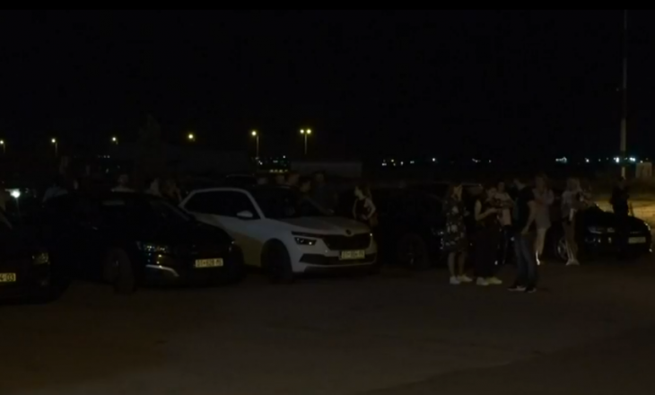 Familjarët në aeroport, presin të mbijetuarit e aksidentit në Kroaci
