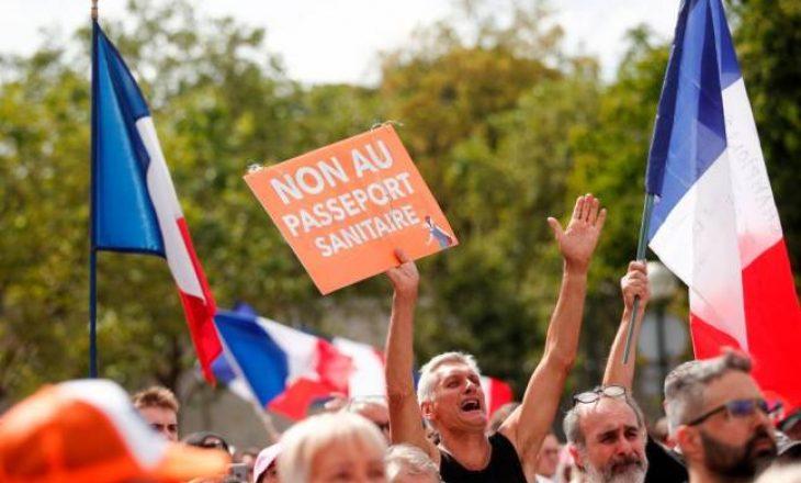 Franca miraton ligjin për pasaportat e vaksinave pas protestave