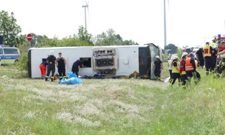 Gjermani: Rrokulliset autobusi me targa të Serbisë, 19 të lënduar
