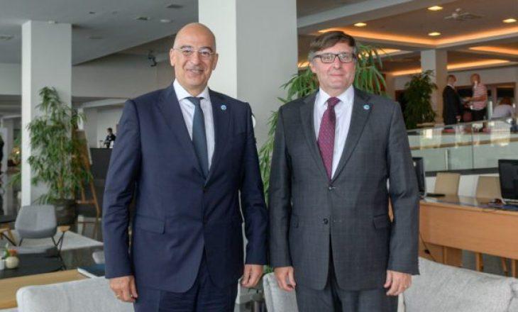 Palmer takohet me ministrin e jashtëm grek në Athinë