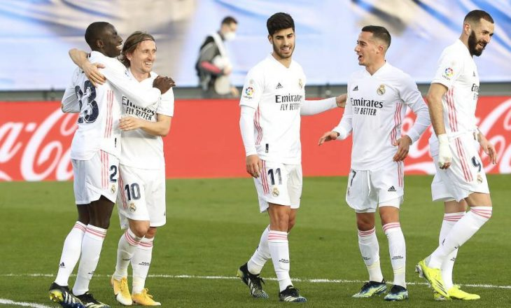 Real Madrid dëshiron mesfushorin e United si pjesë e marrëveshjes për Varane