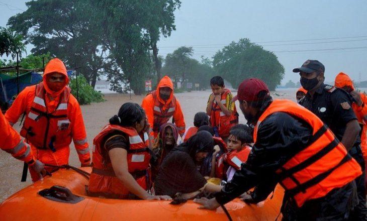 Të paktën 180 të vdekur nga përmbytjet në Indi