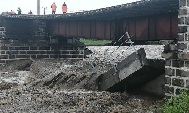 Vërshime edhe në Rusi, shembet një urë hekurudhore