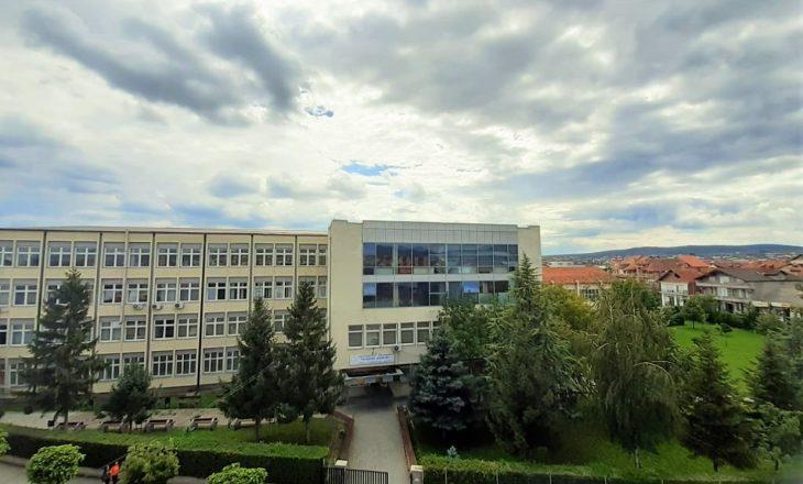 """Riakreditohet Universiteti Publik """"Kadri Zeka"""" në Gjilan"""