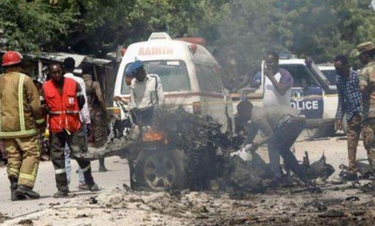 Të paktën 8 të vrarë në Mogadishu nga një bombë vetëvrasëse që synonte veturën qeveritare