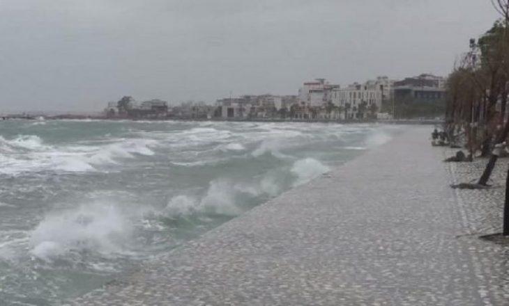 Pushuesit braktisin bregdetin shqiptar pas reshjeve të mëdha të shiut