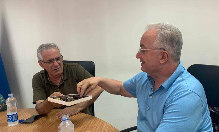Musliu: Kandidaturat për kryetar të PDK-së po i presim me ëmbëlsira e buzëqeshje
