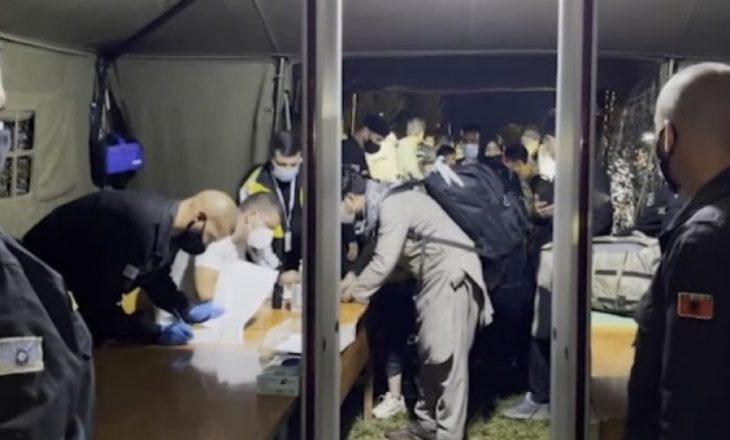 121 afganët e parë arrijnë në Shqipëri, Edi Rama publikon pamje