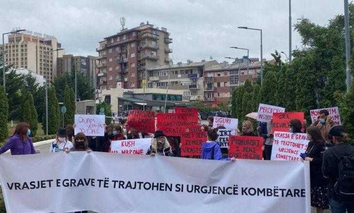 Haxhiu proteston para ministrisë që e drejton
