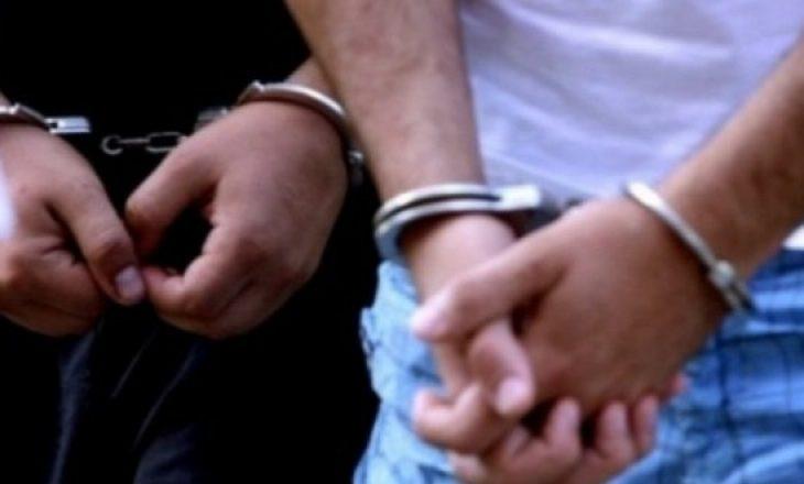 Sulmuan një person, arrestohen tre të dyshuar në Vushtrri