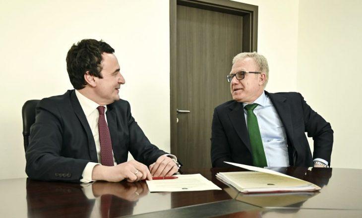 Këshilltari i Glauk Konjufcës: ShBA nuk largohet nga Kosova