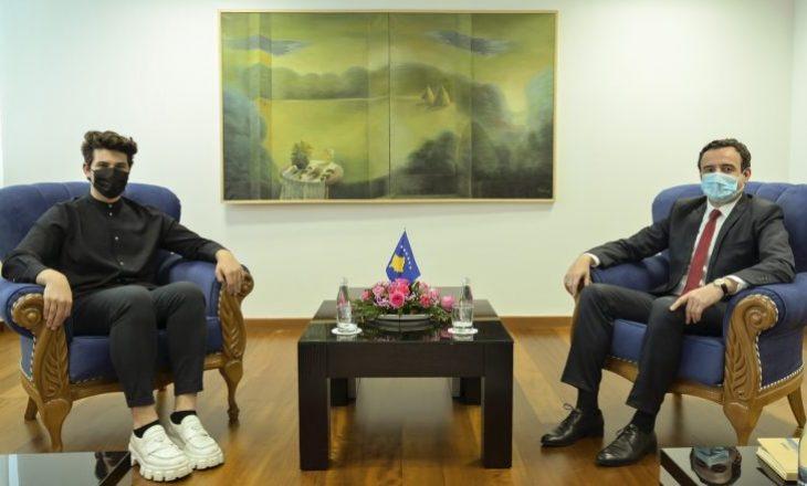"""Kryeministri Kurti priti në takim këngëtarin që përfaqësoi Zvicrën në """"Eurovision"""""""