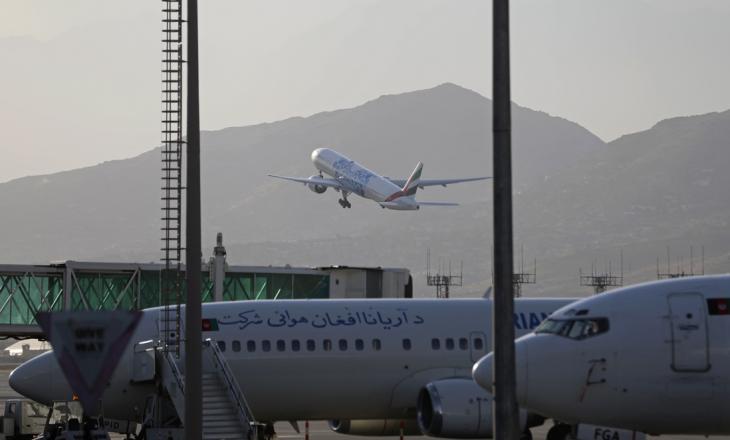 Më shumë se 10.000 njerëz në aeroportin e Kabulit po e presin evakuimin