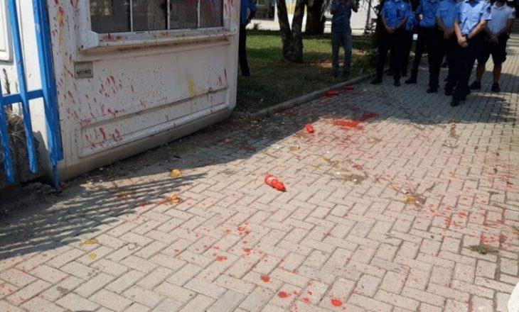Protesta për vdekjen e 18 vjeçares në Ferizaj – lëndohen dy policë