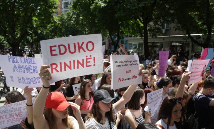 Protestë në Ferizaj pas vrasjes së 18-vjeçares