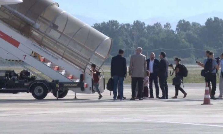 14 fëmijë dhe 5 gra të bllokuara në kampet e luftës në Siri kthehen në Shqipëri