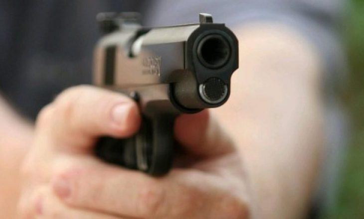 Prishtinë: Dy persona gjuhen me armë