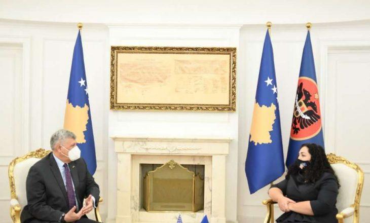 Kosnett falënderon Osmanin për ofrimin e mbështetjes lidhur me strehimin e refugjatëve afganë