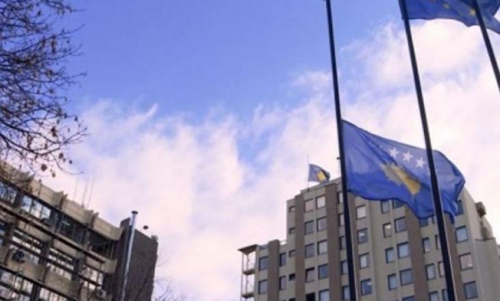 12 mbasadorët e shkarkuar kthehen në Kosovë në fund të muajit
