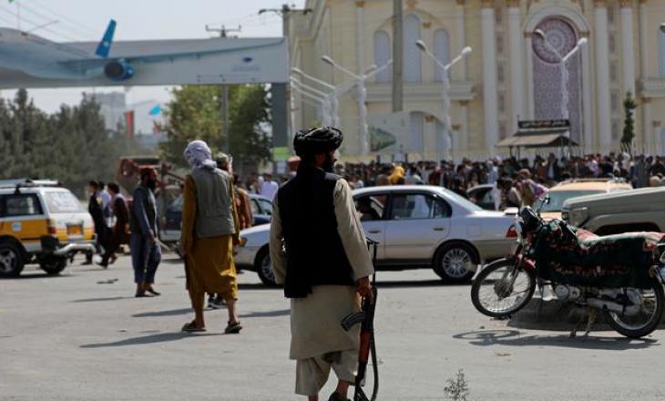 Mbi 2.200 diplomatë e civilë janë evakuuar nga Afganistani