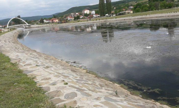 11-vjeçari bie në liqenin akumulues në Mitrovicë, nxirret nga uji në gjendje të përkeqësuar