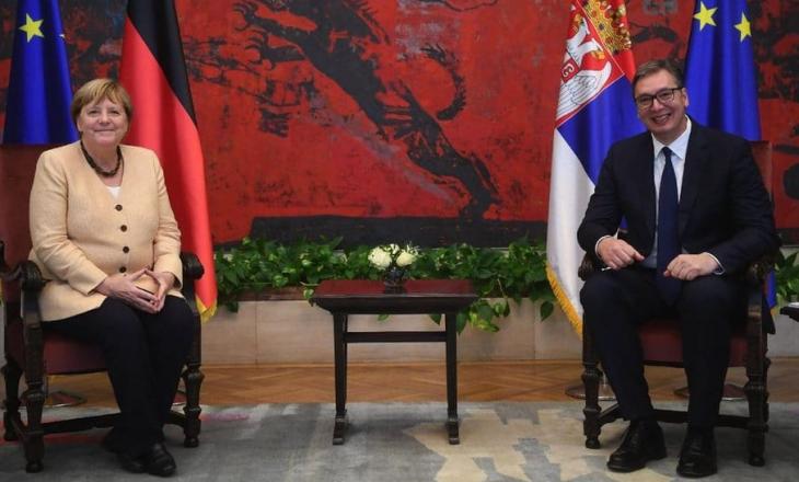 Vuçiq pasi e përcolli Merkelin: Qytetarët e Serbisë të jenë krenarë për mesazhet e kancelares