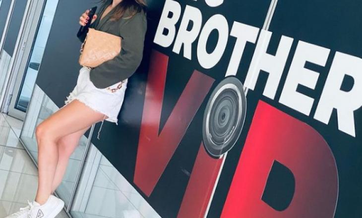 """""""Këmbët e gjata, faqebardhë"""", Arbana Osmani na prezanton me konkurrenten e parë të Big Brother Vip"""
