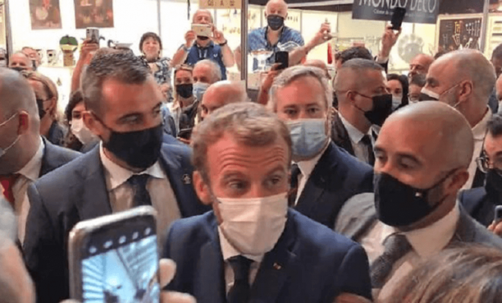 Macron goditet me vezë