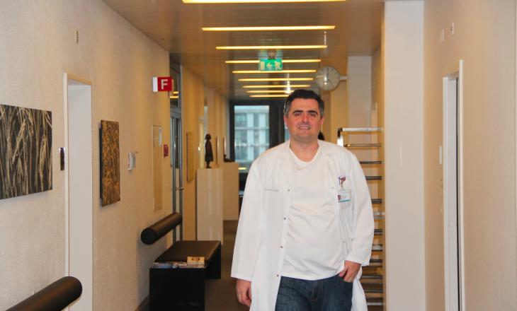 Mjeku shqiptar: Kosovarët e kthyer në Zvicër po akuzohen rëndë për testet false, kjo e diskrediton gjithë Kosovën