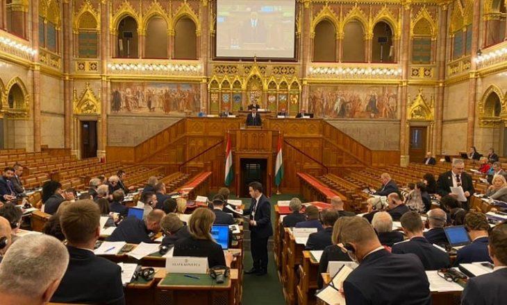 Konjufca në parlamentin e Hungarisë kritikon BE-në për mosliberalizim të vizave për Kosovën
