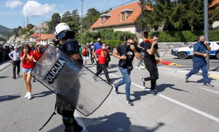 Protestuesit e Malit të Zi dhe policia përplasen për inaugurimin e kreut të kishës