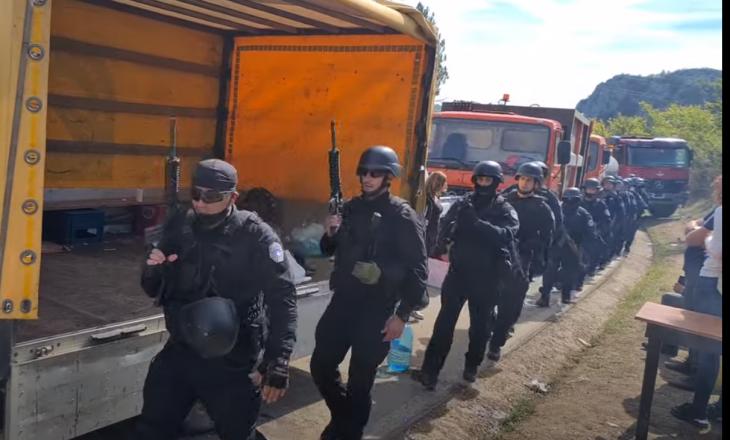 Njësitet Speciale të Policisë provokohen me këngë nacionaliste serbe në Jarinje (VIDEO)
