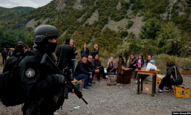 Punonjësit e institucioneve serbe thonë se janë 'të detyruar' të protestojnë në veri