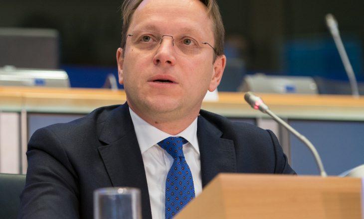Varhelyi: Kosova dhe Serbia t'i ulin tensionet dhe të kthehen në dialog