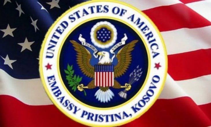 Ambasada amerikane iu sugjeron qytetarëve të Kosovës të vaksinohen