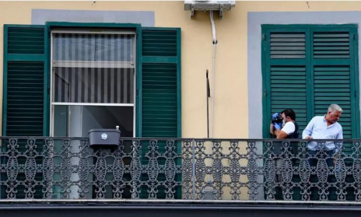 Itali: Punonjësi i familjes hedh fëmijën nga ballkoni