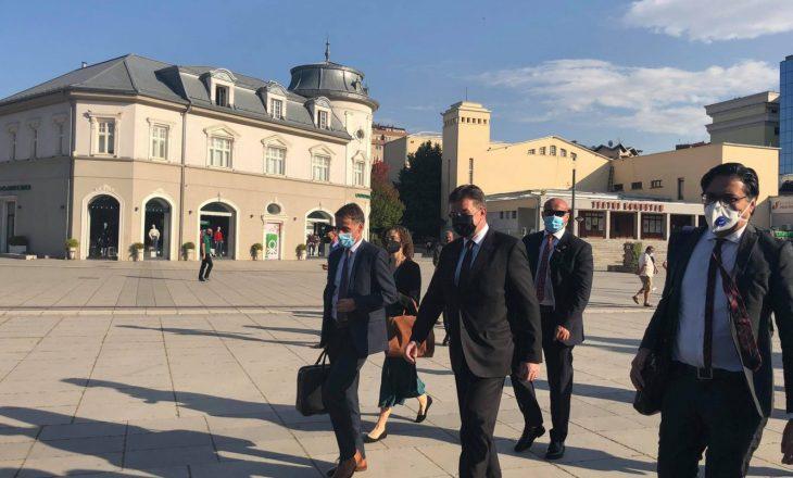 Lajçak vazhdon sot vizitën në Kosovë